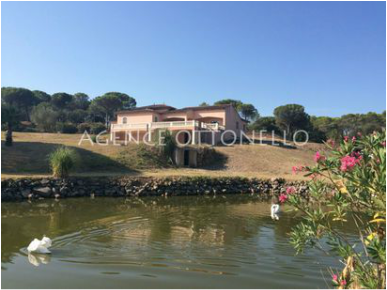 Villa with lake, 11 hectare area, for sale Roquebrune sur Argens Var