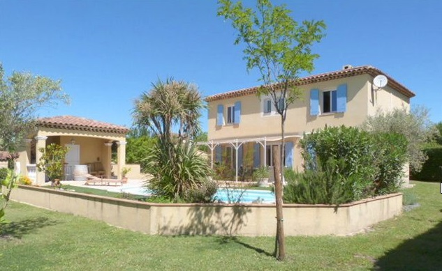 Detached villa, master bedroom, for sale near Toulon
